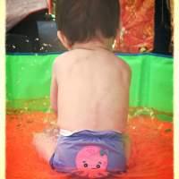 Eliott et Loup: le maillot de bain couche