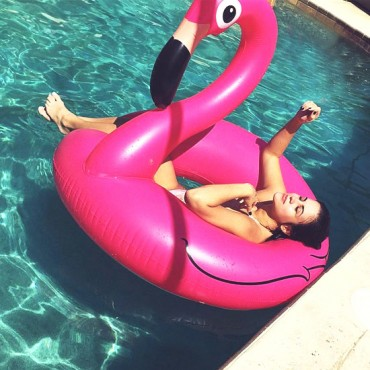 boue-gonflable-flamant-rose